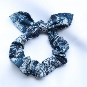 LULULEMON Uplifting Scrunchie  Bow